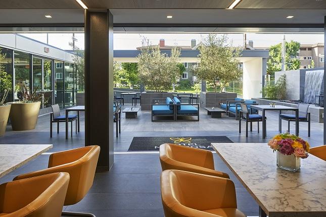 Dinning-Courtyard